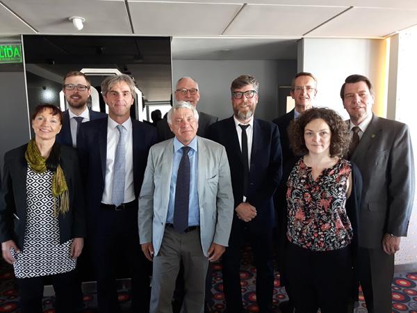 Encuentro entre los representantes de la cultura alemana en Argentina y el diputado alemán Alois Karl