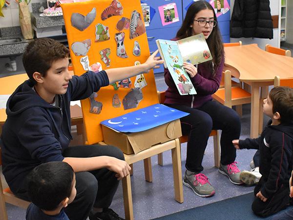 Estudiantes de segundo año leyeron libros en alemán en el Nivel Inicial